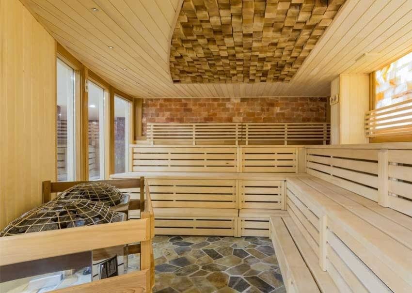WOOD SELECTION, INSTALLATION AND MAINTENANCE FOR A BATHHOUSE